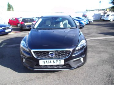 Volvo V40 1.6 D2 115 S/S CROSS COUNTRY LUX...ONE OWNER FROM NEW....LOW MILES........FDSH.......TWO TONE STITCHED LEATHER