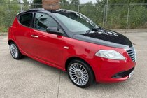 Chrysler Ypsilon BLACK AND RED LIMTED EDITION 1.2