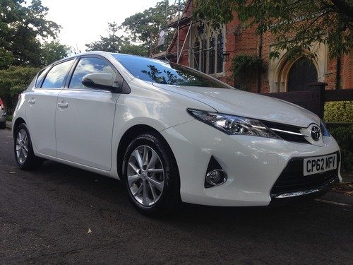 Toyota Auris 1.33 DUAL VVT-I ICON JUST SERVICED AND MOT'D, BLUETOOTH, REVERSE CAMERA, MEDIA STREAMING