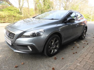 Volvo V40 D2 Cross Country LUX Automatic