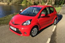 Toyota AYGO VVT-I MOVE ONE LADY OWNER FULL TOYOTA SERVICE HISTORY SAT NAV & BLUETOOTH AND AIR CONDITIONING