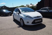 Ford Fiesta TITANIUM TOP SPEC MODEL ! FULL SERVICE HISTORY ! 12MONTHS MOT ! 99% FINANCE APPROVAL !