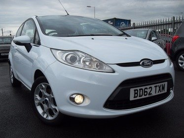 Ford Fiesta 1.25 ZETEC 3 DOOR WHITE FULL MAIN DEALER SERVICE HISTORY