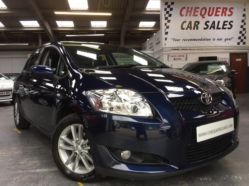 Toyota Auris 1.6 V-MATIC TR REAR PARKING SENSORS, 7 TOYOTA SERVICE STAMPS AND IPOD LEAD