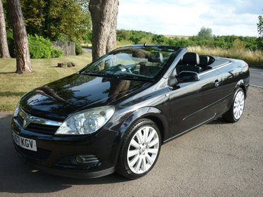 Vauxhall Astra 2.0T TWIN TOP EXCLUSIV BLACK