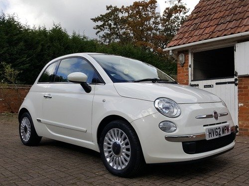 Fiat 500 1.2I LOUNGE S/S AUTOMATIC / FULL SERVICE HISTORY, FULL PANORAMIC ROOF & £20 ROAD TAX