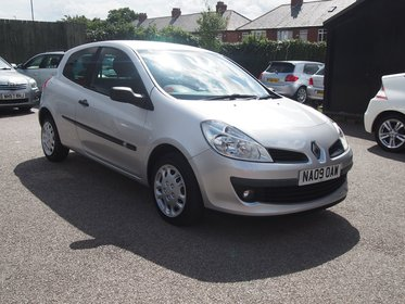 Renault Clio 1.2 16V 75 EXTREME FULL SERVICE HISTORY ! 45,642 MILES 99% FINANCE APPROVAL !